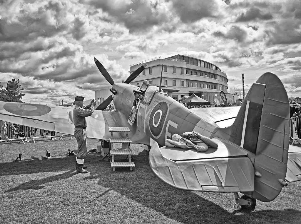 Spitfire at Midland BW
