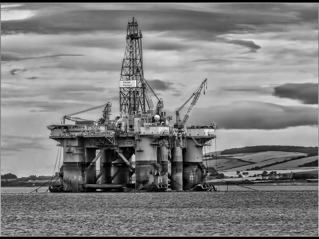 Rig on Murray Firth (c) Steve Wetherley  [Commended]