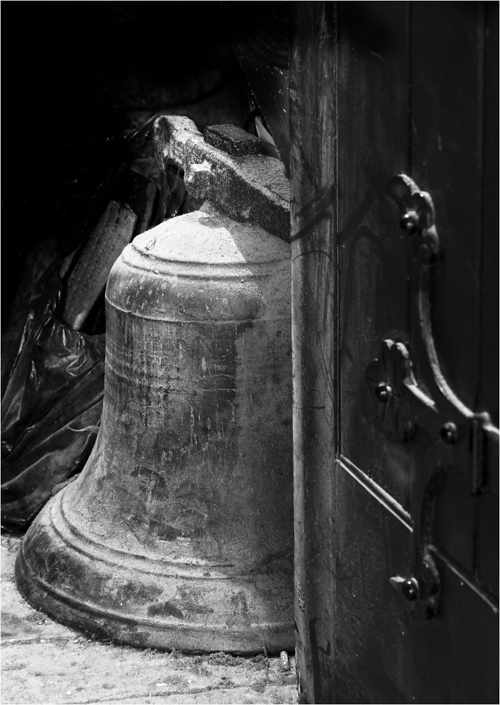 'The Silent Bell' Copyright (C) Carolyn Phillips 2020