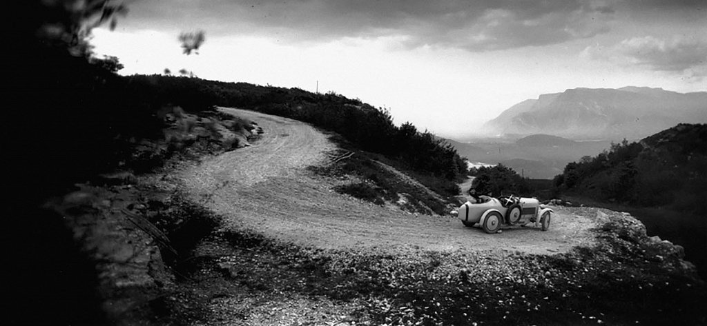 Bibi et Michele Verly dans on Amilcar Route du Revard, Mai, 1928 © Jacques-Henri Lartigue