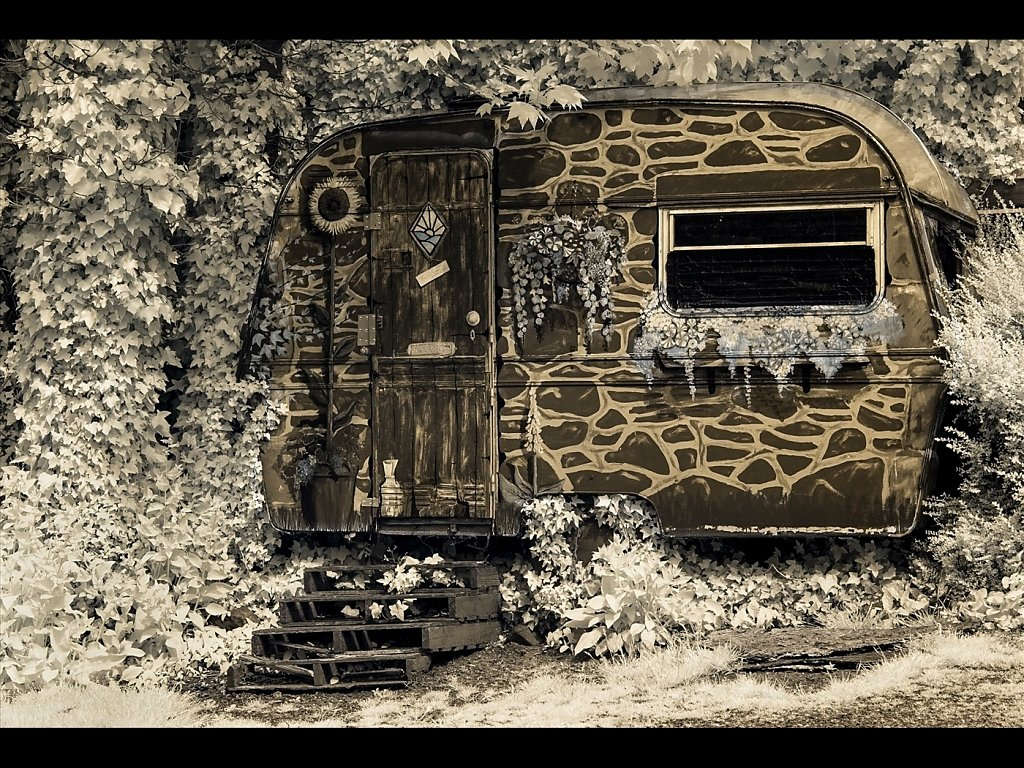 The old caravan (c) Sally Anderson [Highly Commended]